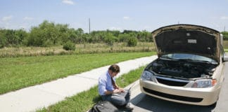 Checking the battery to see how many voltage my car has