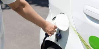 how many hours does your electric car battery last?