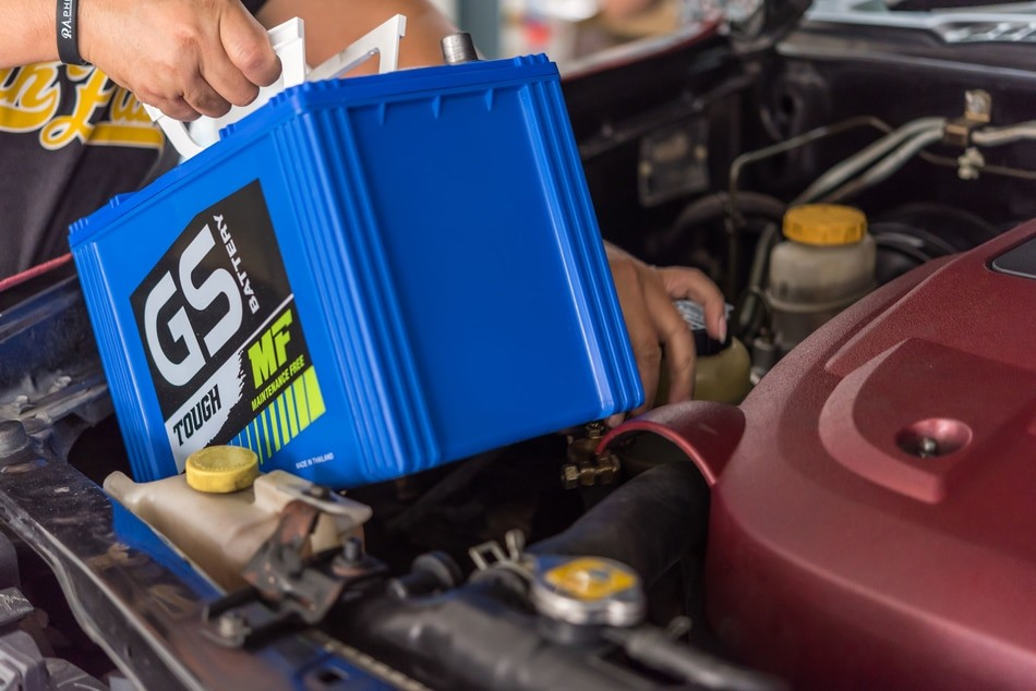 How To Change A Car Battery - BATTERY MAN GUE